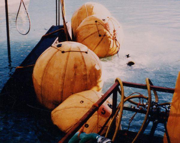 Parachutes de relevage sous-marin