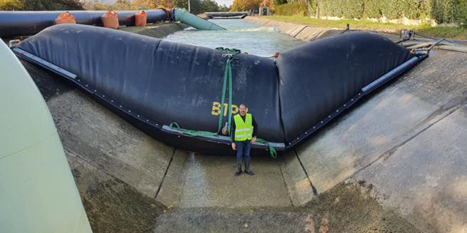 confinement des eaux de canal avec un batardeau gonflable