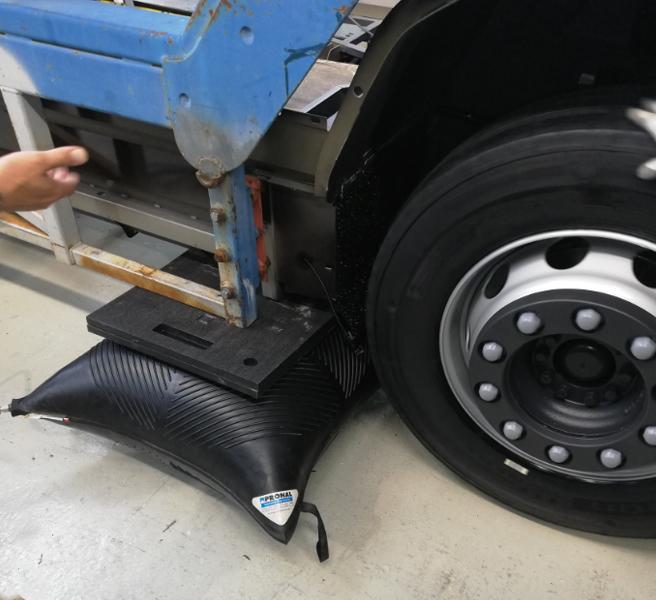 Levage de bus avec coussin pneumatique