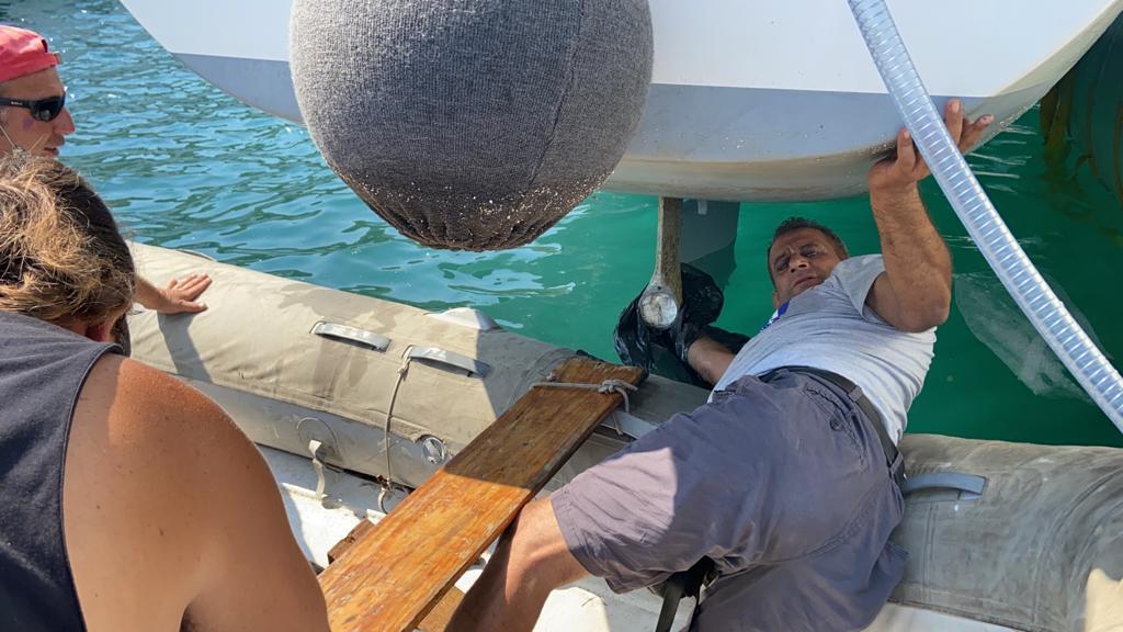 Catamaran lifting maintenance