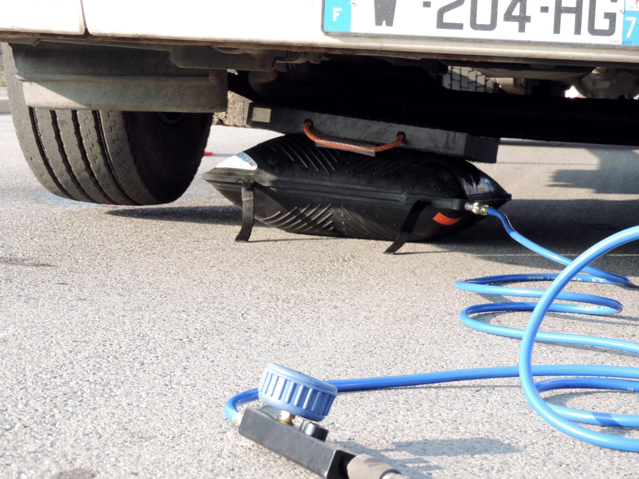 cric gonflable levage camion